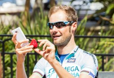 Tom Boonen sending Cal Giant strawberry pics home